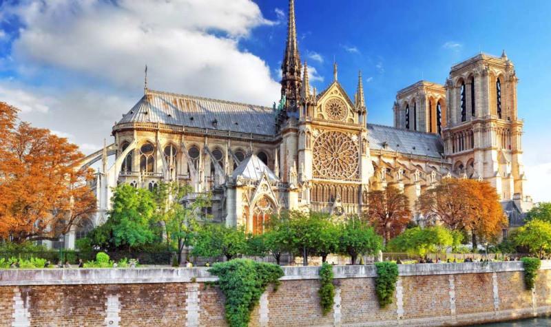 Рабочие нарушали запрет на курение в Нотр-Даме. Собор, собор Парижской Богоматери, ремонт, реставрация, рабочие, курение, Париж, Франция