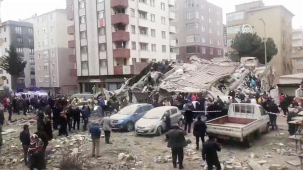 В Стамбуле обрушилось шестиэтажное здание. 15018.jpeg