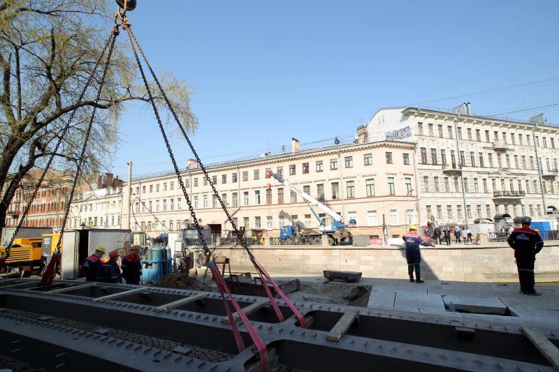 Отреставрированный пролет Банковского моста вернули на место. мост, ремонт, реставрация, Петербург