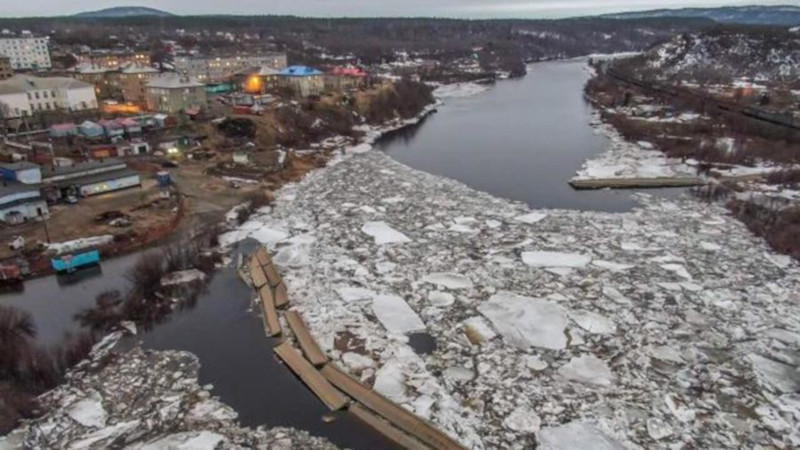 В Заполярье во время ледохода на реке Кола унесло мост. Заполярье, мост, Мурманская область