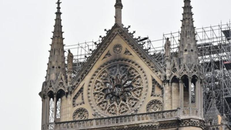 Парижан предупредили об угрозе отравления свинцом из-за пожара в Нотр-Даме. Собор, собор Парижской Богоматери, пожар, воздух, свинец, Париж, Франция