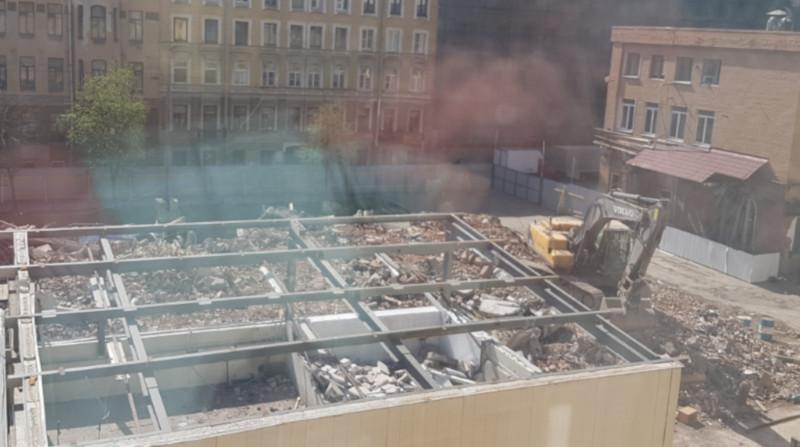 В Петербурге снесли завод