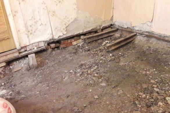 Петербуржец нашел в своей квартире рельсы. 14035.jpeg