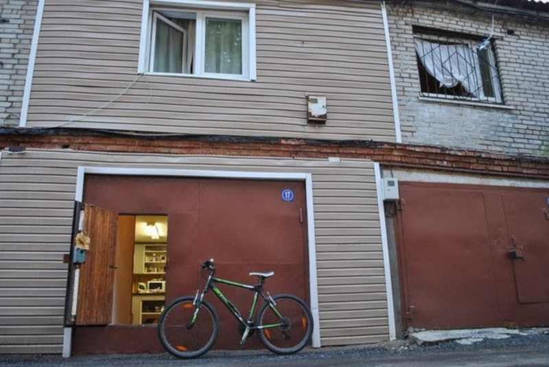 Жители Москвы обустраивают гаражи для жилья. дом, квартира, гараж, Москва