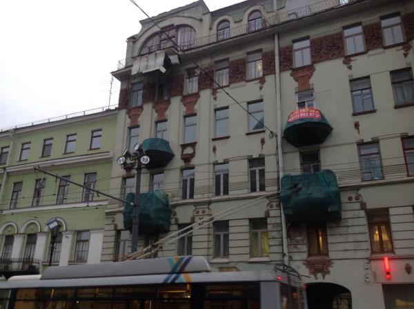 В доме за Казанским собором обрушилась часть балкона. 15112.jpeg