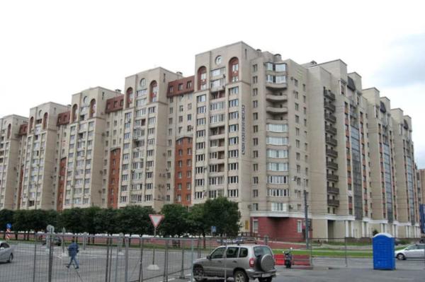 В Петербурге две женщины под видом соцработниц украли у пенсионерки более 2,2 млн рублей. дом, квартира, пенсионерка, Петербург