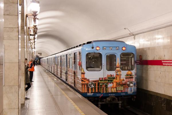 Поезда в метро Петербурга стали длиннее. транспорт, метро, поезда, Петербург