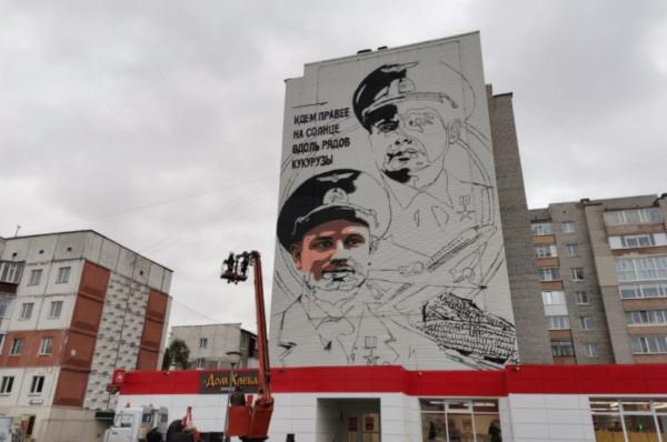 На доме в Сургуте нарисуют портреты летчиков, севших в кукурузном поле. дом, здание, портрет, летчик, Сургут