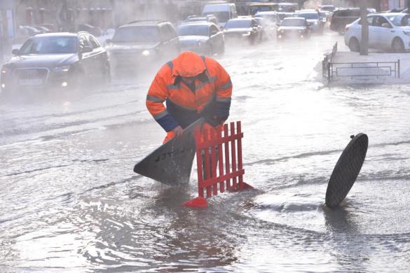 Коммунальные службы Ростова справляются с  потопом ведрами. 14155.jpeg