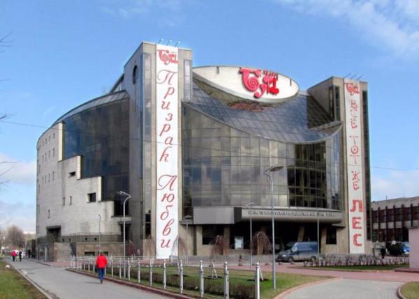 В театре «Буфф» объяснили бумагу вместо облицовочной плитки на фасаде здания. здание, театр, фасад, бумага, Буфф, Петербург