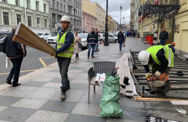 В центре Петербурга снесли незаконные летние кафе. летние кафе, Петербург