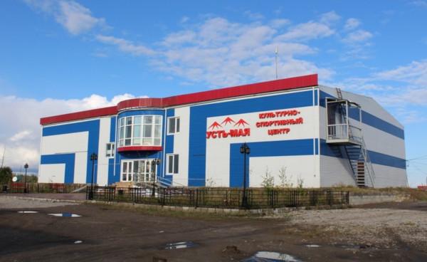 В Усть-Мае восстановили после урагана здание культурного центра. библиотека, здание культурного центра, ремонт, Усть-Май