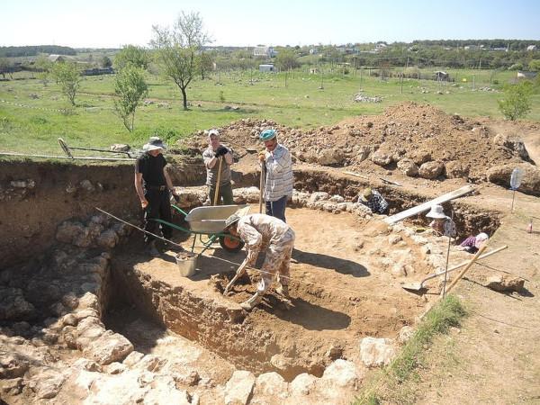 Фрагменты стен первых жилых домов Севастополя обнаружены археологами. 15195.jpeg