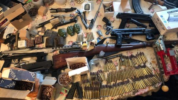 Мужчина устроил в своей квартире мастерскую по переделке оружия. квартира, оружие, Подмосковье