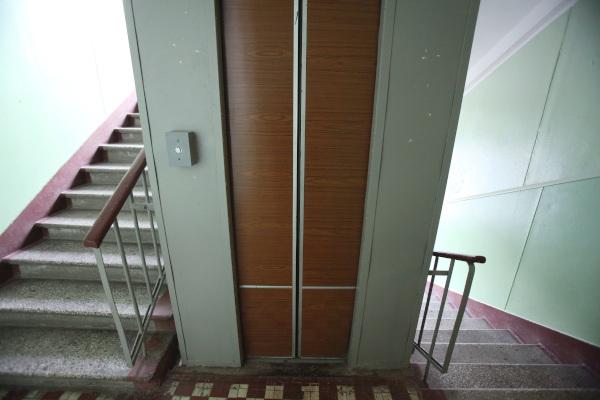 Почти 2 тыс лифтов заменят в столице до конца года. дом, квартира, лифт, Москва