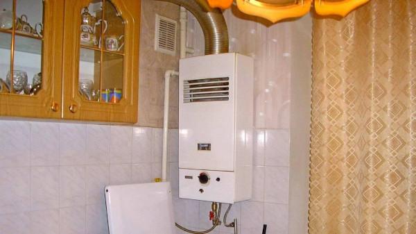 В Питере семья из четырех человек попала в больницу после отравления угарным газом. дом, квартира, колонка, газ, Петербург