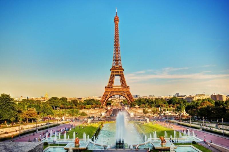 Вокруг Эйфелевой башни создадут сад с фонтанами и фонами отдыха. Эйфелева башня, сад, фонтаны, водоем, Париж, Франция