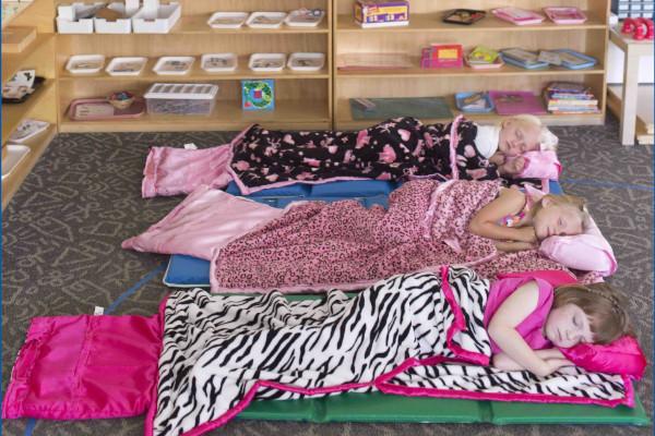 В Перми временно закрыли частный детский сад, где дети спали на полу. здание, детский сад, дети, Пермь