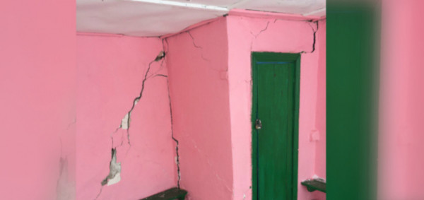 В Кугесях родители боятся за детей из-за трещин на стенах веранды. 15264.jpeg