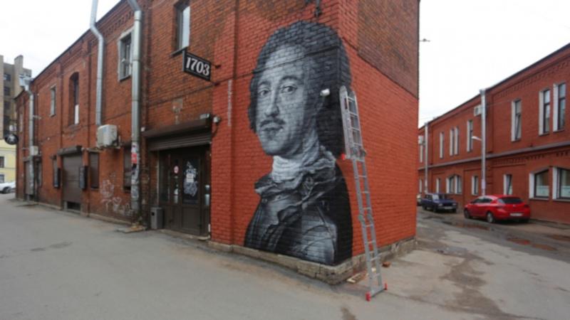 В Петербурге на стене дома появился портрет Петра I. дом, здание, портрет, императора, Петр I