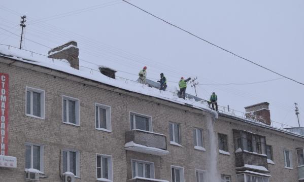 В Кирове крышу почистили вместе антеннами. 15266.jpeg