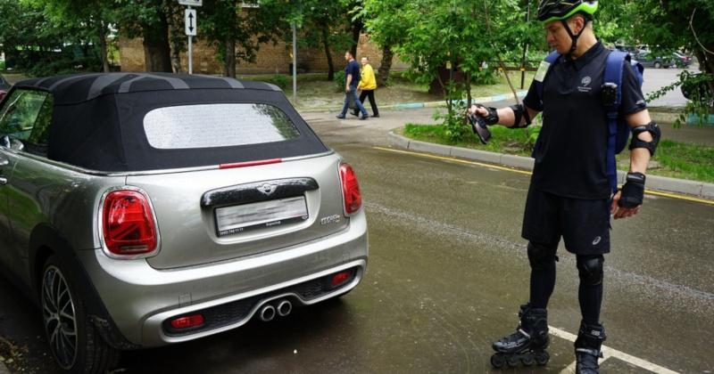 В Москве инспекторы-роллеры начали проверять платные парковки. транспорт, парковки, инспекторы, ролики, Москва