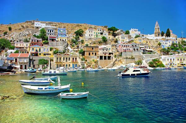 Россияне скупают жилье в Греции по