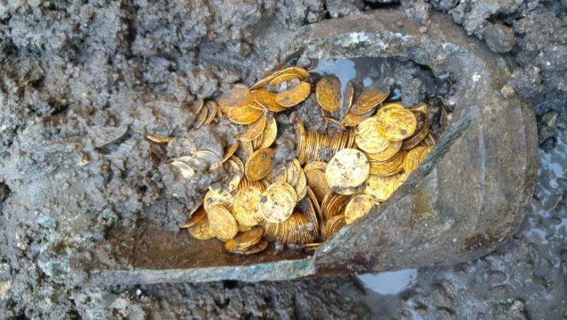 Во Франции найден клад с запрещенными 500 лет назад монетами. археология, раскопки, клад, монеты, Франция