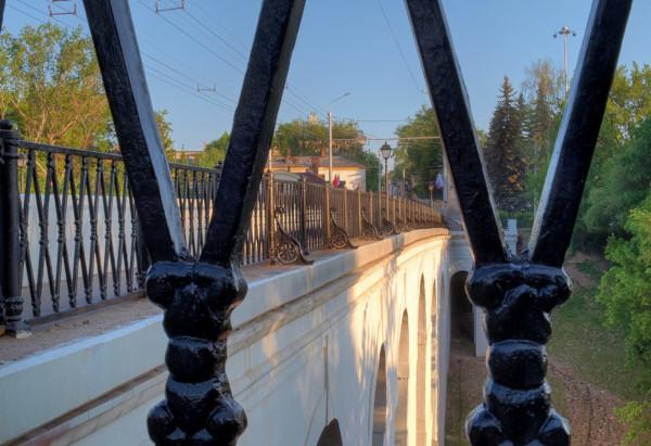 На Каменном мосту в Калуге снимают чугунное ограждение. мост, ремонт, губернатор, Анатолий Артамонов, Калуга