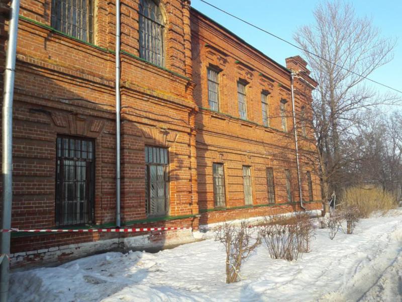 В Ульяновске эвакуируют 90 пациентов психиатрической больницы из-за трещин в здании. 15357.jpeg