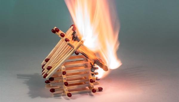 В Чувашии двухлетний малыш спалил бабушкин дом. дом, квартира, бабушка, внук, печь, пожар, МЧС