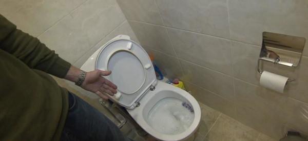 Коммунальные службы установили заглушку на канализацию за чужие долги. 14368.jpeg