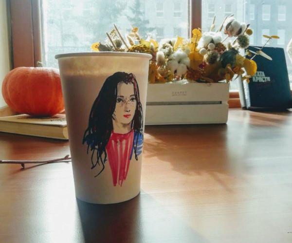 В Казани открылось кафе, где продают кофе и ваши портреты. город, кафе, кофе, стакан, портреты, Бурхан Шахиди, Казань