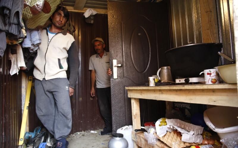 Бизнесмен из Нижнего Тагила прописал в офисе 10 тыс. мигрантов. дом, квартира, регистрация, мигранты, бизнесмен, Нижний Тагил