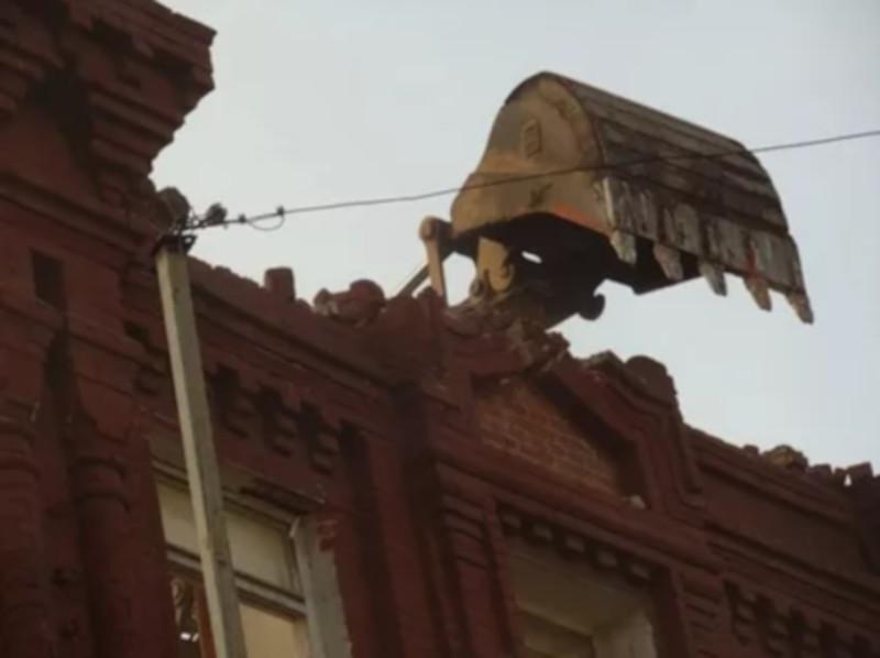 В центре Москвы приостановлены незаконные работы в доме XIX века. дом, здание, архитектура, реставрация, Москва