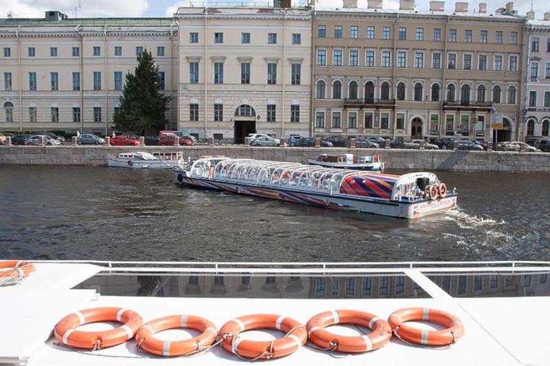 В Петербурге туристов начнут возить по каналам