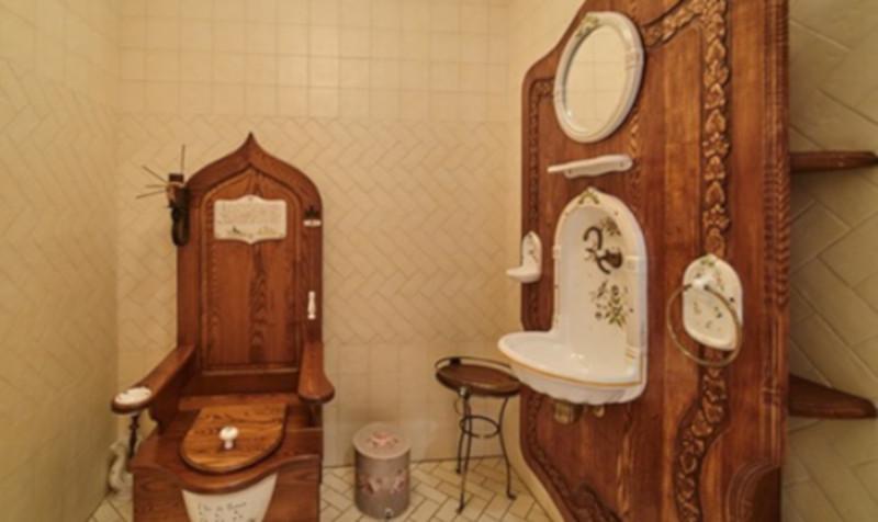 На Урале обнаружили унитаз в виде королевского трона. дом, квартира, туалет, Челябинская область