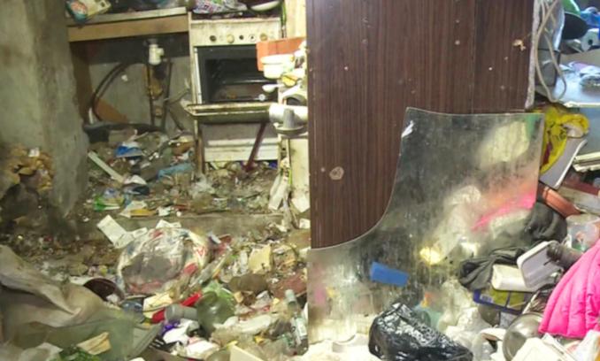 Житель Орехово-Зуева превратил квартиру в большую свалку. 15595.jpeg