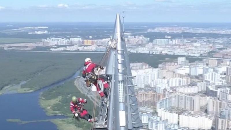 В Петербурге на шпиле