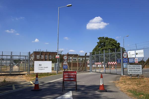 В Лондоне в мусорном баке нашли документы лаборатории в Портон-Дауне. мусорный бак, документы, военный комплекс, Портон-Даун, Лондон