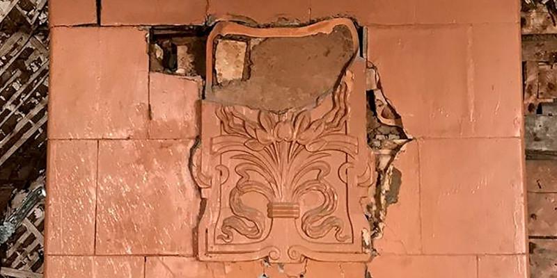 Московские реставраторы нашли старинную изразцовую печь в стиле модерн. 15659.jpeg