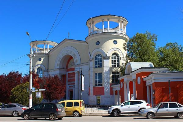 Власти Крыма пообещали сохранить и модернизировать симферопольский Дом кино. здание, кинотеатр, Дом кино, реставрация, Симферополь, Крым