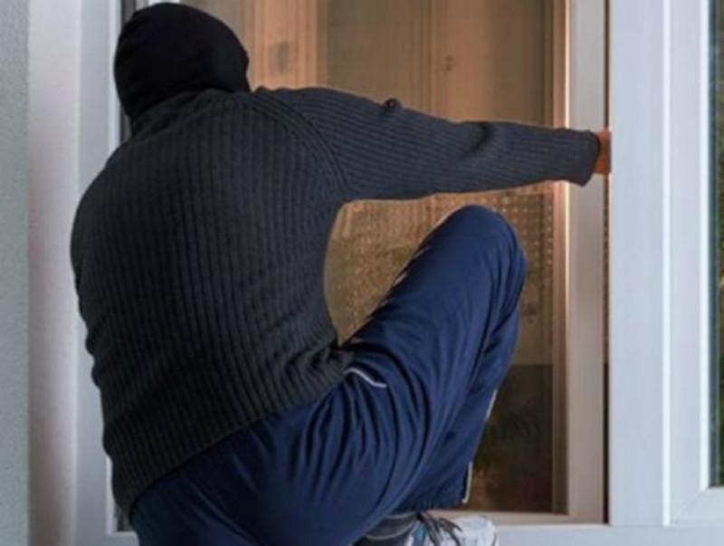 На балкон за ноутбуком залез к своему соседу молодой житель Ростова. 15702.jpeg