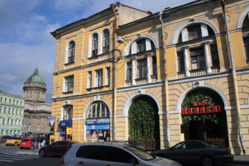 Суд Петербурга арестовал историческое здание Малого гостиного двора. 15706.jpeg