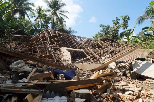 Острова Бали и Ява сотрясло мощное землетрясение. дом, здание, землетрясение, остров, Бали, Ява, Индонезия