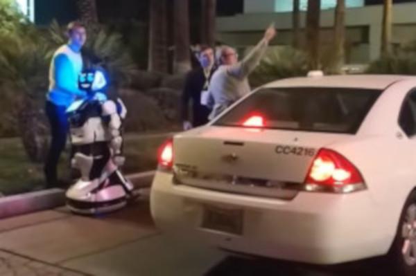 В Японии в первом в мире отеле с роботами