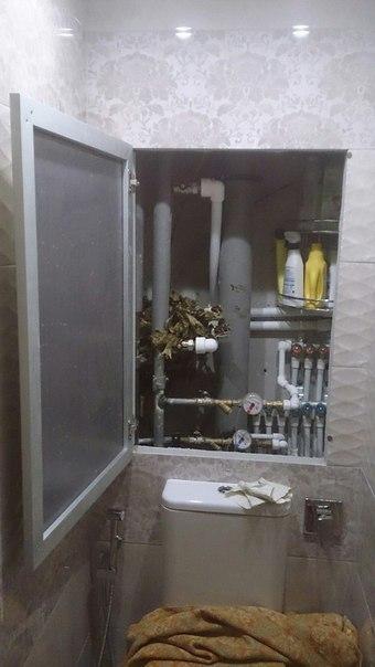 Вариант дверцы из рамочного алюминиевого профиля и стекла или зеркала на сантехнический люк в санузле.. Вариант дверцы из рамочного 2