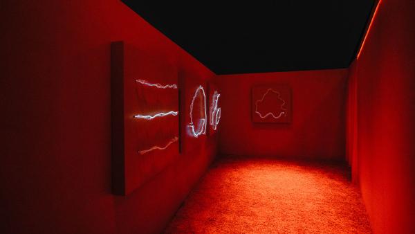 Studio Swine создали световые объекты из плазмы и тумана. 14861.jpeg