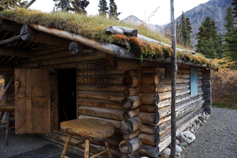 Мужчина возвел дом в горах Аляски и прожил там счастливые 30 лет в полном одиночестве. 15876.jpeg