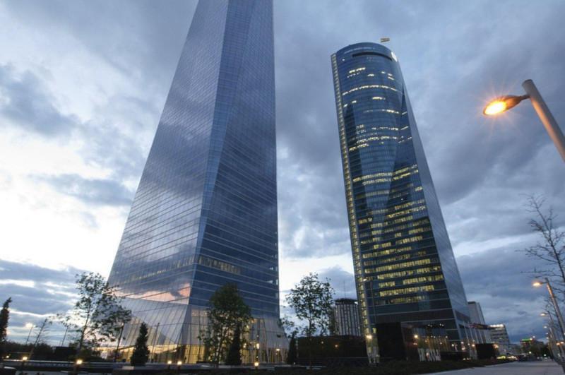 Крупнейший небоскреб Мадрида эвакуировали из-за сообщения о бомбе. 15877.jpeg
